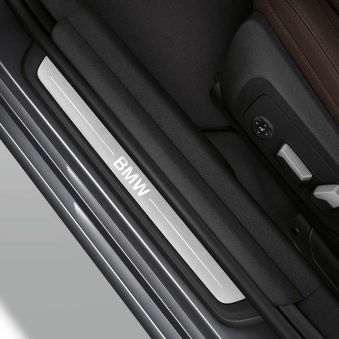 Top view of the door sill of the BMW 3 Series Sedan with Model Luxury Line features.